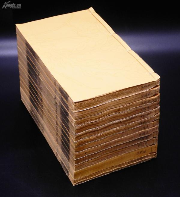 清代木刻板【水经注】12厚册四十卷全,附今水经一卷,《水经注》是古代中国地理名著。作者是北魏的郦道元。记载了一千多条大小河流及历史遗迹、人物掌故、神话传说等,是中国古代最全面、最系统的综合性地理著作。文笔绚烂,语言清丽,对研究中国古代的历史、地理有很多的参考价值。珍贵罕见