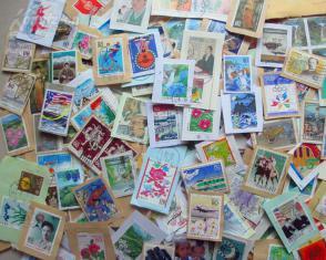 200枚左右 日本郵票剪片重50克(各類紀念票為主,較少重復)