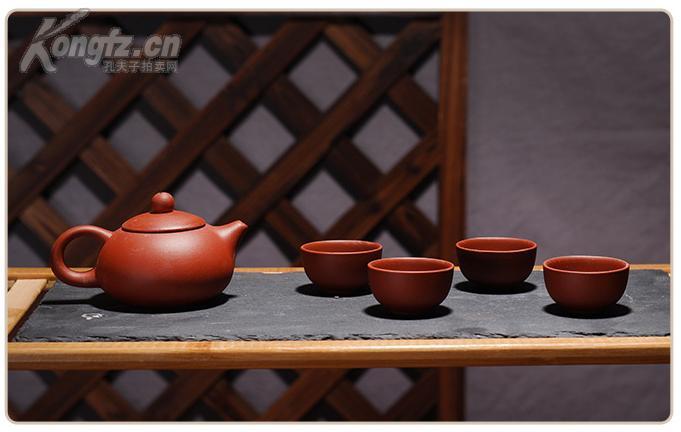 中国宜兴功夫紫砂壶一套——红色贵妃壶1个、红色紫砂杯4枚