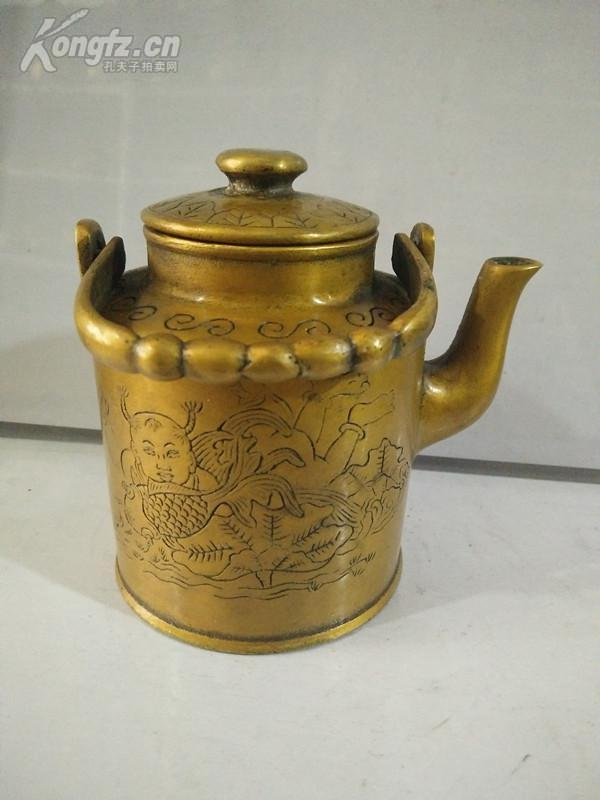 底款不識,早年純銅水滸一把。老銅件收藏可分為:純銅鎮尺、銅鏡、銅佛像、銅觀音、純銅香爐、銅墨盒、大銅章、銅紀念章、銅盤擺件、銅擺件