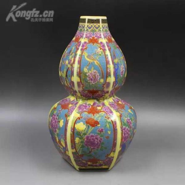 清雍正年制爬花琺瑯彩六方花鳥葫蘆瓶  高28.2厘米 口徑4.2厘米 底徑9.6厘米