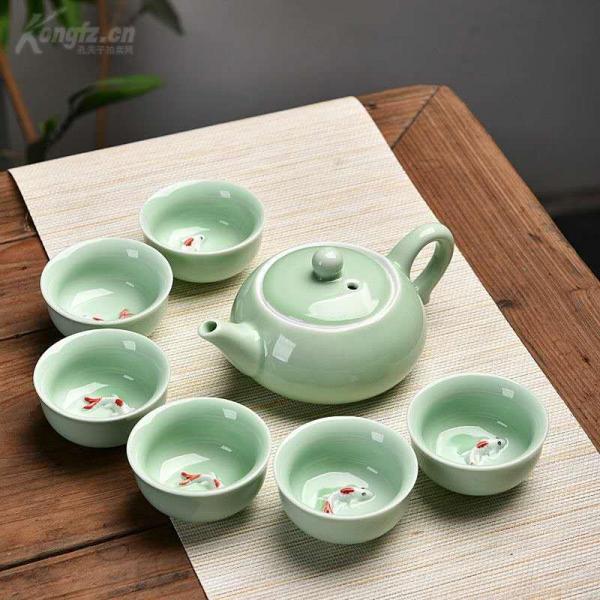 青瓷金鲤鱼茶具,一壶6杯子,茶壶大约150毫升,喝茶待客美观大方。