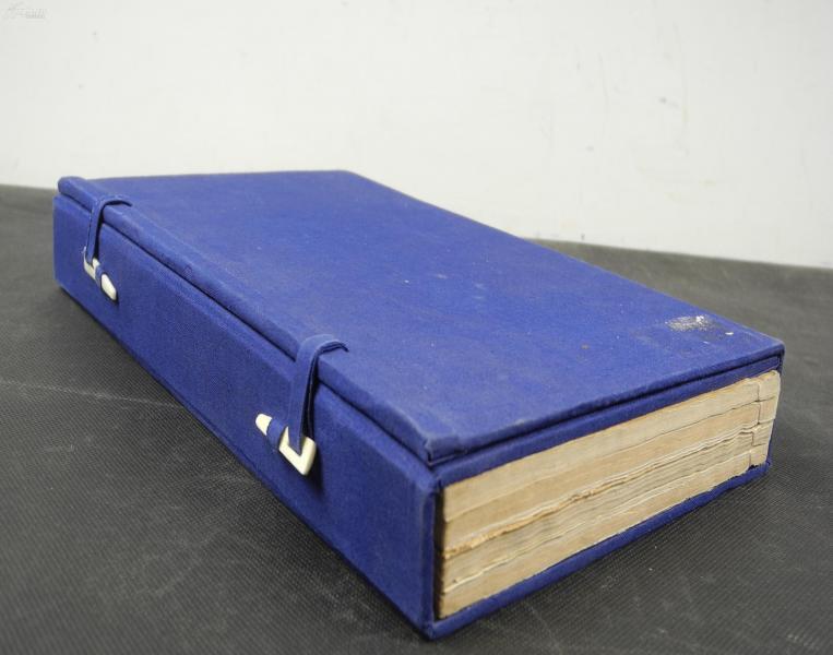 【孔網首見】民國間活字藍印本【母德錄】【銜恤日記】一函原裝四冊全套。是書開本極為宏闊,為白紙藍印本,藍印雅麗,悅目,通篇排印精整,字體美觀。內附圖若干幅。