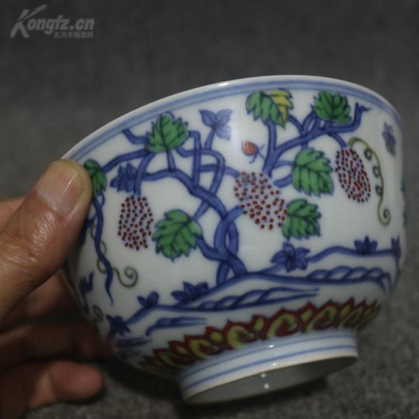 明成化  青花斗彩葡萄纹碗