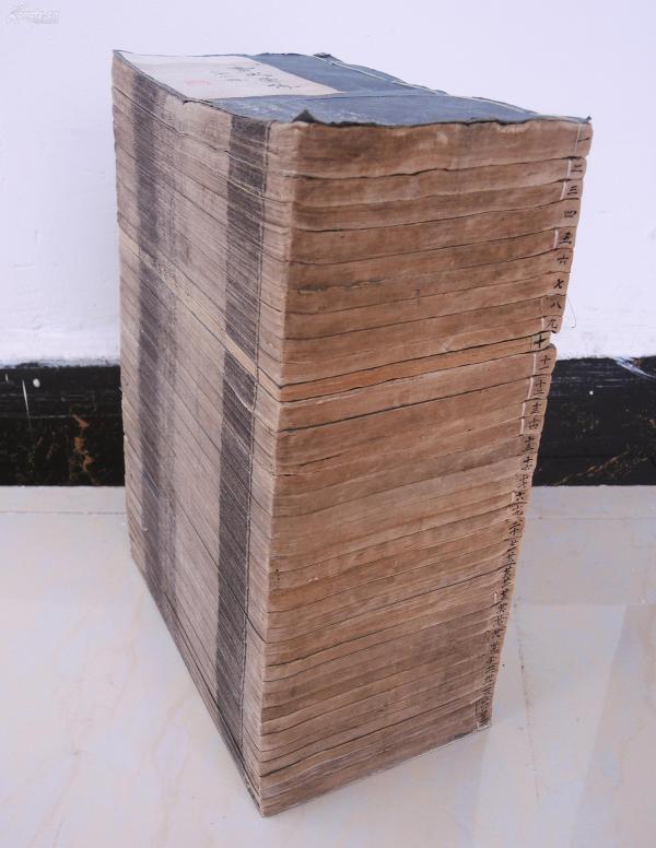 名家旧藏,大部头】清代精刻本【历代画史汇传】原装36厚册大全套,72卷,首一卷,附録二卷,白纸精雕精刻,中国自古以来全部7500余名画家,都在本书中有传事迹,画作介绍。本书引用前人著作1200余种,资料翔实。是研究绘画、收藏的珍贵古籍,完整无缺,存世极其稀少。纸张洁白精美。书品好,钤有精美藏书章