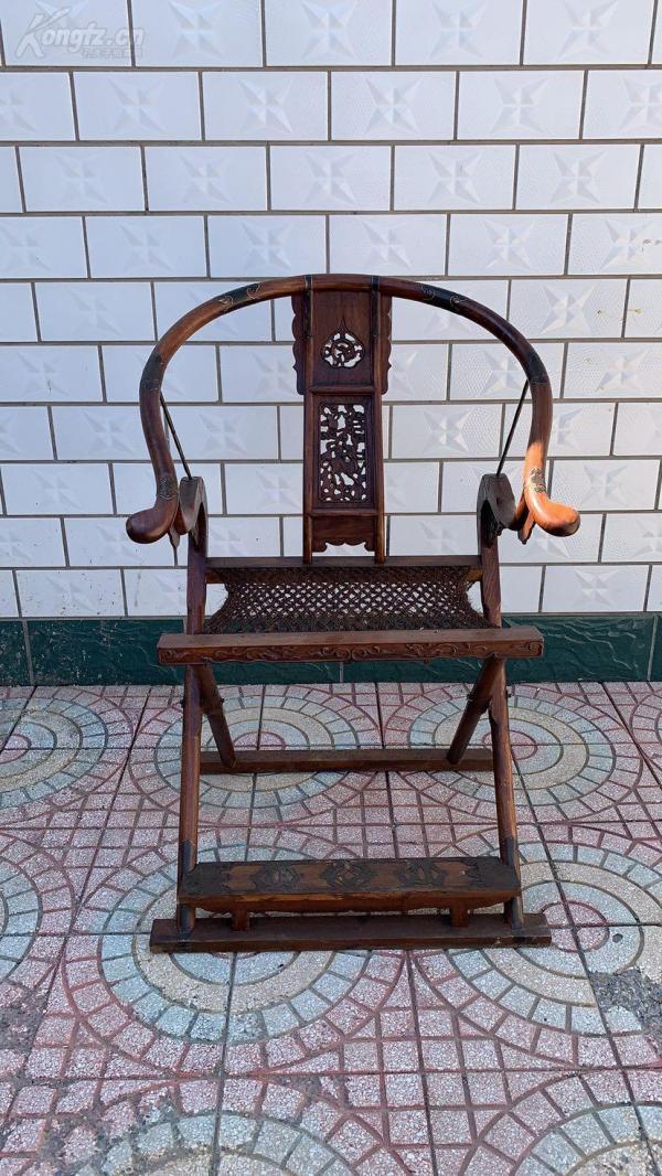 特价特价促销!花梨木交椅一把,刻有草龙,价位低,罕见稀少,品相如图。