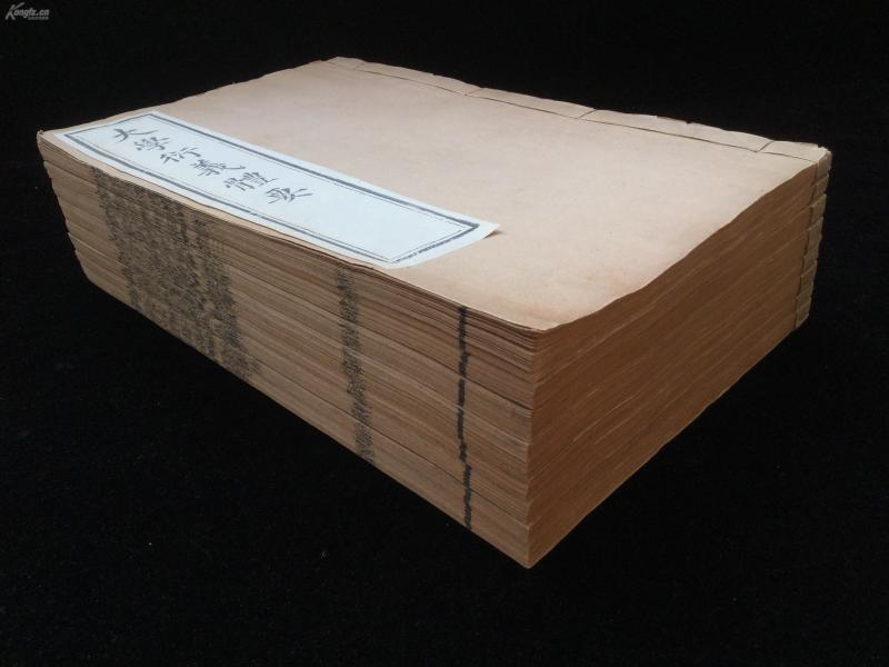 清同治间武英殿刻本《大学衍义体要》十六卷,徐桐辑。原装原笺八厚册全。初印墨浓,包角完好,品相极佳。此书字体精整,纸墨上乘,镌刻精良。尺寸:27.8X17.5CM。