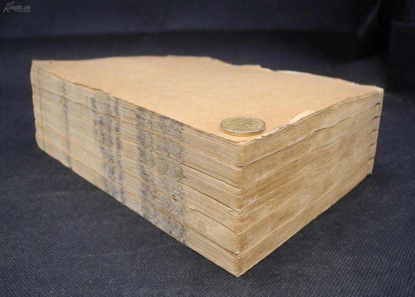 清道光精寫刻【陸宣公集】原裝6厚冊二十八卷全,首一卷、新傳一卷、舊傳一卷、正文二十二卷、增輯一卷、附錄一卷、世系一卷。陸宣公是千古名相,學養才能,為萬世做官的師表。卷首是道光帝的上諭和雕刻此書的奏折,全書館閣體手書上板,字體舒展大氣,猶有清三代精寫刻韻味,鐫刻精整,更為珍貴的是該書初刻初印,全套完