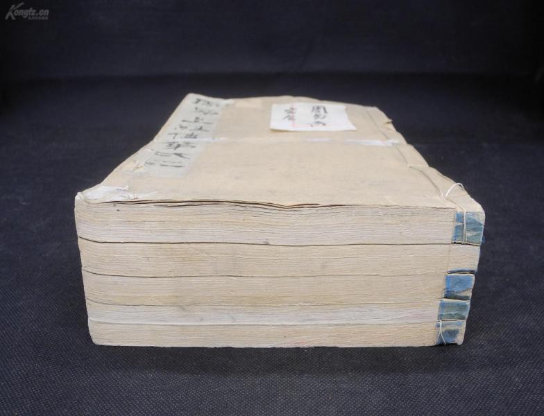 珍稀的易经版本】明清拓本【开成石经——周易】原装5巨厚册一套全,装帧精美,古色古香,又称唐石经。始刻于唐代文宗大和七年。中国清代以前所刻石经很多,唯开成石经保存最为完好,正文九卷,附略例一卷,既是珍贵的古代碑刻,又是珍稀的周易完整版本。周易另类的一种存在,珍稀的《易经》版本,蓝绫包角,有皇室装帧味道